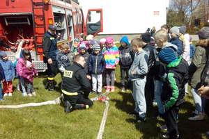 Strażacy z Rańska odwiedzili uczniów ze Szkoły w Kałęczynie
