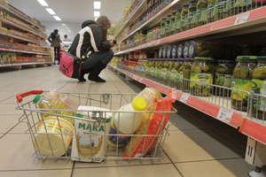 Od dziś ważna zmiana w prawie! Duże sklepy zapłacą za żywność w koszu