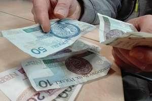 Ile chcemy zarabiać na Warmii i Mazurach? 6 tys. zł brutto. Ale na takie wypłaty musimy jeszcze długo poczekać