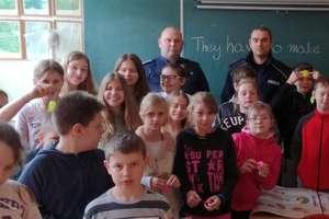 Dzielnicowi w szkole. Rozmawiali z uczniami o bezpieczeństwie