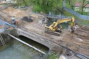 Trwa rozbiórka mostu w centrum Olsztyna [FILM i ZDJĘCIA]