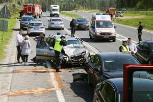 Wypadek na dk 16 pod Barczewem. Kierująca oplem nie zahamowała na czas