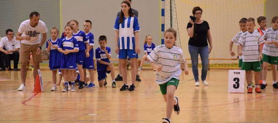"""W turnieju """"Bawmy się razem"""" rywalizowali uczniowie klas II szkół podstawowych"""
