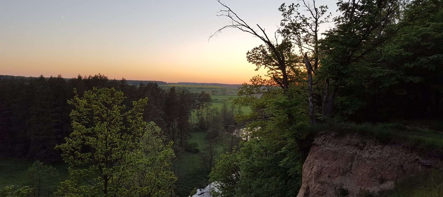 """Bartoszyckie """"Skałki"""" przed zachodem słońca."""