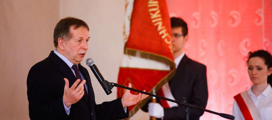 Jerzy Kawiecki, dyrektor szkoły podczas pożegnania tegorocznych klas maturalnych