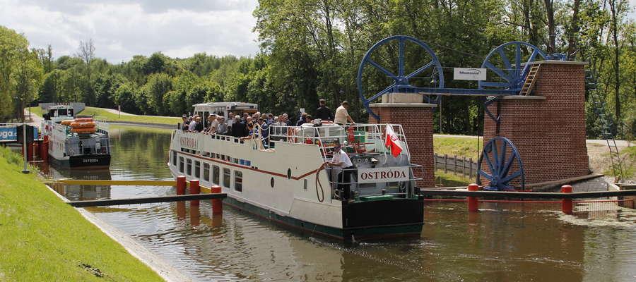 Kanał Elbląski ma 151 km i jest najdłuższym kanałem żeglownym w Polsce. Jest to jedyny szlak na świecie, po którym statki nie tylko płyną po wodzie, ale również jadą lądem na wózkach.