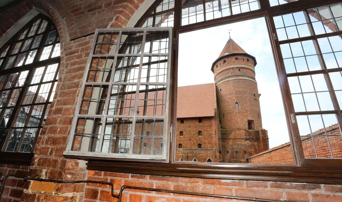 Zamek Olsztyński  Olsztyn-olsztyński zamek - full image