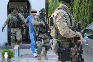 Olsztyńskie CBŚ rozbiło mafię paliwową. Zatrzymali 17 osób [ZDJĘCIA]