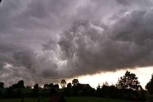 Burze i silny wiatr ponownie nadciągają na Warmię i Mazury