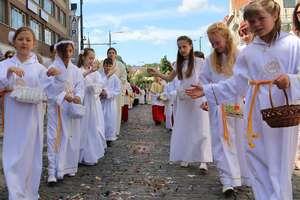 Cztery ołtarze to cztery strony świata. Święto Bożego Ciała w Olsztynie i regionie [ZDJĘCIA]
