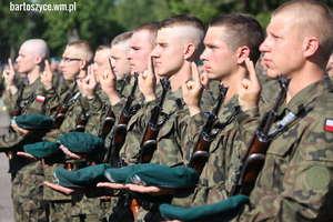 Przysięga wojskowa na placu Bohaterów Westerplatte