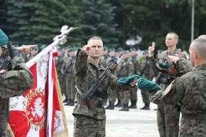 Żołnierze 20 BBZ złożyli przysięgę na placu w centrum Bartoszyc