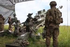 Ciężki sprzęt i ostra amunicja. Żołnierze NATO ćwiczą pod Orzyszem