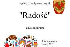 Zespół Radość z Kaliningradu na scenie w domu kultury