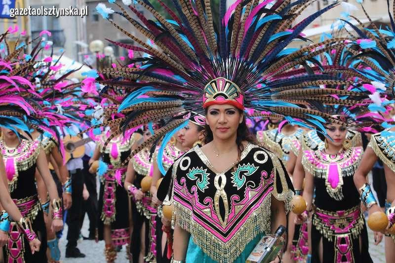 Dni Folkloru Warmia wystartowały! Barwny korowód przeszedł ulicami starówki w Olsztynie [zdjęcia, film]