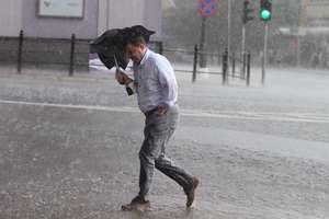 Na Warmii i Mazurach nadal deszczowo i burzowo. IMGW przygotował ostrzeżenia dla naszego regionu