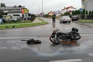 Zderzenie motoroweru z osobówką, dwie osoby ranne [zdjęcia, film]