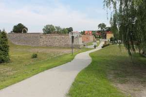 Zakończono drugi etap budowy ścieżki wokół zamku w Lubawie
