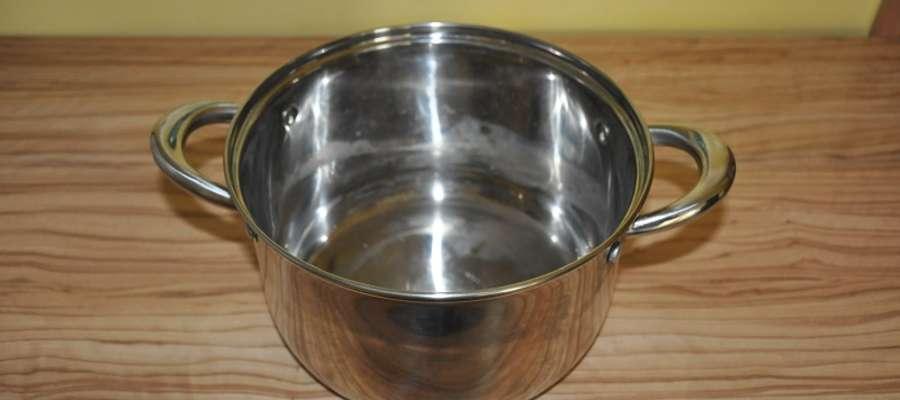 5- złotowy bilon w kwocie 1.000 zł był przechowywany przez właściciela w jednym z garnków kuchennych
