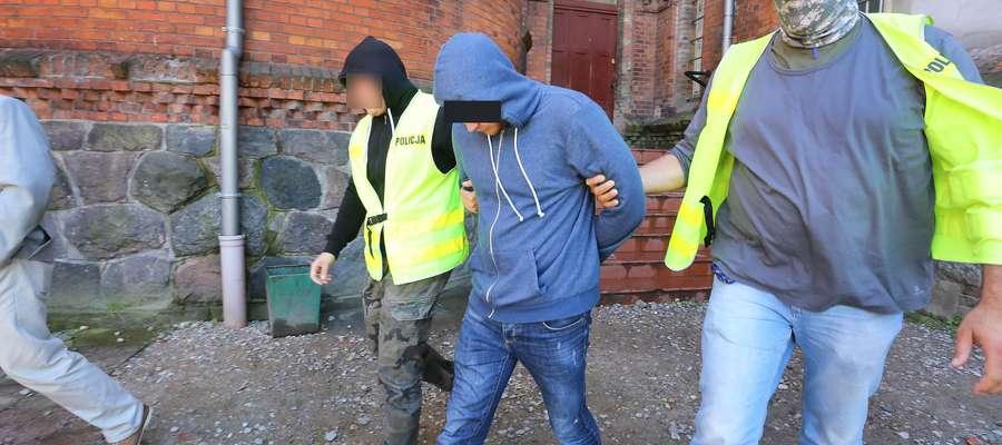 Morderca Dobre Miasto  Olsztyn-30-letni Rosjanin został zatrzymany w niedzielę, 2 lipca na przejściu granicznym w Gronowie. Mężczyzna jest podejrzany o zabójstwo 69-latki z Dobrego Miasta.