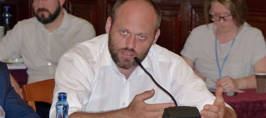 Jakub Wilk z Urzędu Marszałkowskiego przekonywał do zwiększenia szansy na doprowadzenie przyłącza internetu szerokopasmowego