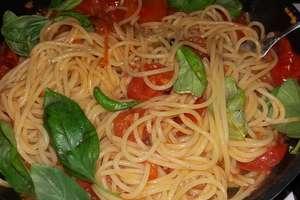 Makaron w sosie ze świeżych pomidorów