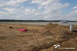 Trwa rozbudowa lotniska w Szymanach. Prace zakończą się już niedługo [ZDJĘCIA]