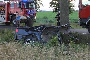 Audi rozpadło się na dwie części. Kierowca zmarł w szpitalu [ZDJĘCIA i FILMY]