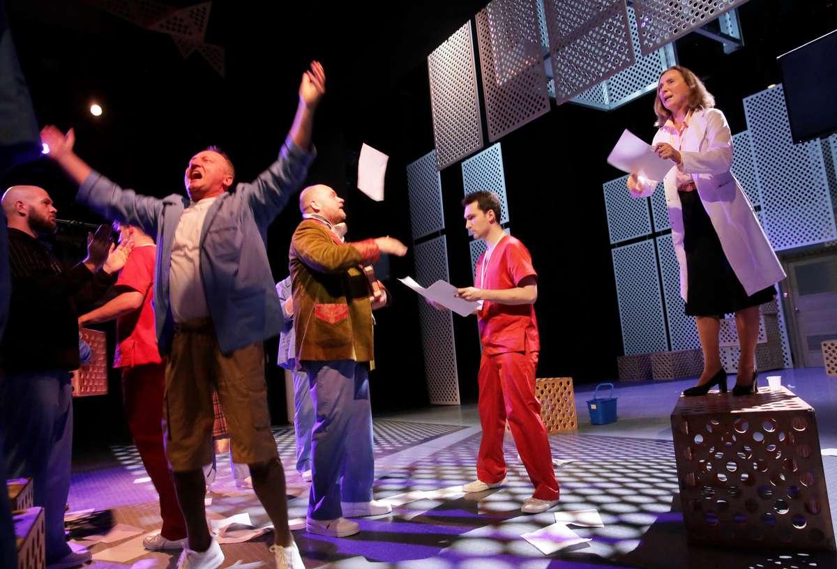 Teatr wariatów i wolności [FILM] - full image