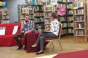 Młodzież z internatu w czytelni zainaugurowała rok literacki
