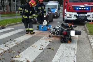 Kierowca bmw potrącił motocyklistę. Wypadek na skrzyżowaniu Łęczyckiej i Rawskiej [zdjęcia]
