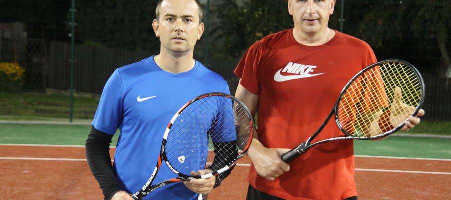 Finaliści mistrzostw Bartoszyc tuż po finale. Z prawej zwycięzca turnieju Adam Brodowski, obok Kamil Krupiński