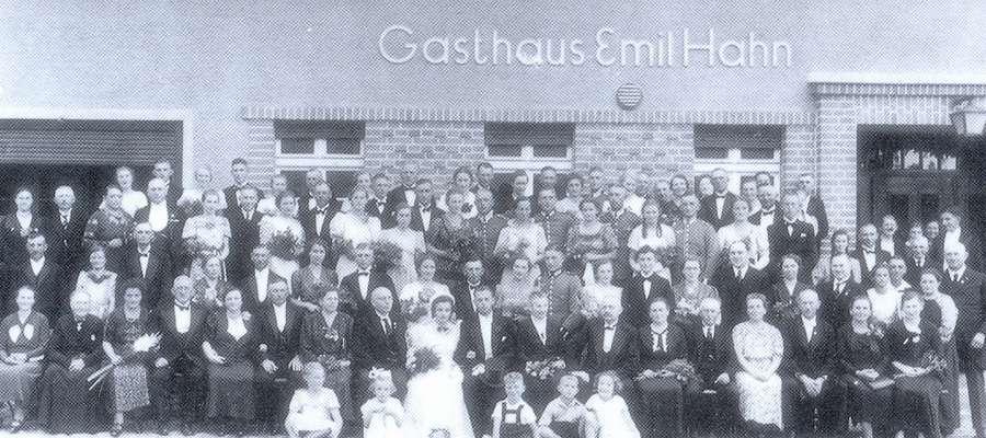 Wesele w dniu 24.8.1939 r. – z tyłu restauracja G. Hahna