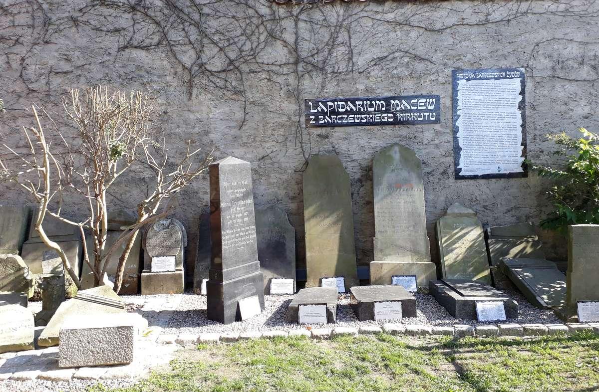 Macewy w Galerii Sztuki Synagoga w Barczewie - full image