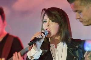 Izabela Trojanowska: Lubię śpiewać na obcasach