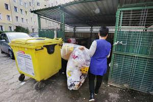 Co mówią o nas nasze śmieci? Sprawdziliśmy. Na śmietniku można się ubrać, wyżywić i umeblować mieszkanie