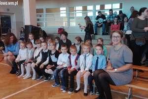 """,,My dawne przedszkolaki, a dzisiaj pierwszaki"""" – uroczystość pasowania na ucznia klasy I  w Sławkowie [zdjęcia]"""