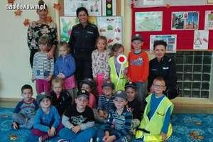 Bezpieczeństwo najmłodszych – policjantki na spotkaniu z dziećmi [zdjęcia]
