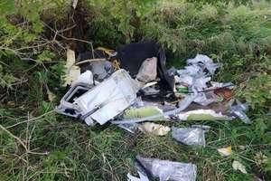 Mieszkaniec Bartoszyc ze śmieciami wyrzucił swoje dane