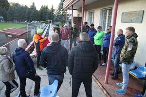 Biegacze-amatorzy spotkali się na stadionie. Chęci do wspólnych treningów i startów są
