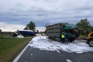 Dwie ciężarówki zderzyły się czołowo na drodze Ostróda-Olsztyn. Uwaga na utrudnienia w ruchu
