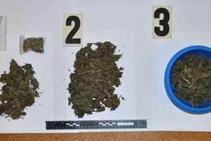 Prawie kilogram marihuany ukrył w słoikach, miskach i reklamówkach