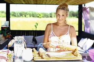 Monika Mrozowska: 1/4 kupionej żywności ląduje na śmietniku, bo kupujemy zbyt dużo [WYWIAD]
