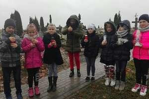 Wolontariusze z Wojciech pamiętają o zapomnianych mogiłach