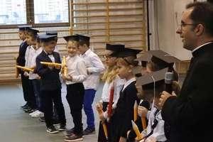 """Maluchy z """"Salezjana"""" zostali pasowani na uczniów"""