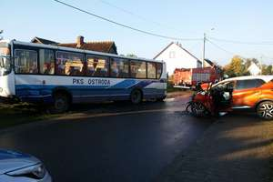 Wypadek autobusu z dziećmi. Sześcioro trafiło do szpitala [zdjęcia]