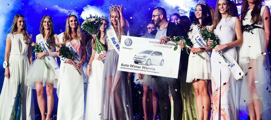 Finał Miss Warmii i Mazur 2016. Trzecia od prawej Ula Jankowska z Trzonek