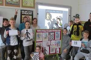 Uczniowie SP w Dubeninkach już wiedzą jak pomóc osobie niewidomej