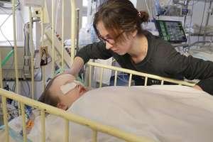 3-latka walczy o życie, a szpital, który ją leczył, odpiera zarzuty matki