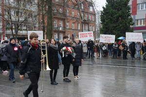Olsztyńskie liceum plastyczne świętuje 11 listopada